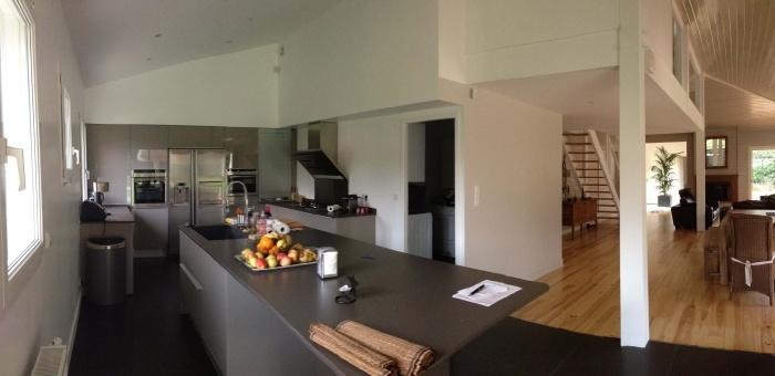 extension et rénovation habitation : 8 vue de la cuisine et du séjour avec perspective jusqu'au patio
