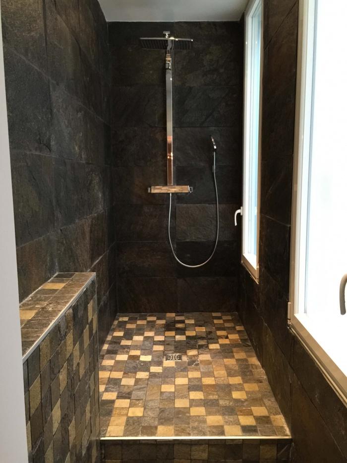 transformation Bureaux en appartement : douche italienne