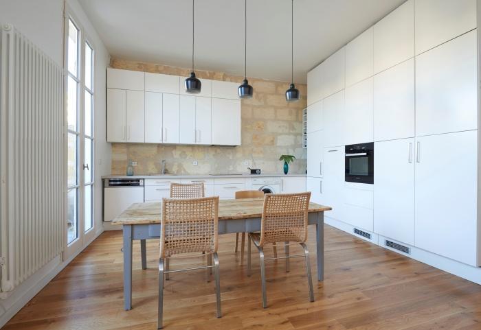Réhabilitation complète appartement 3 pièces, et création d'une terrasse, quartier des Chartrons à Bordeaux. : cuisine contemporaine sur mur pierre