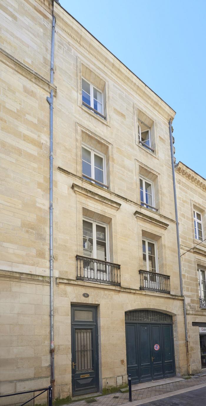 Réhabilitation d'un immeuble pierre à Bordeaux centre avec la création d'une terrasse